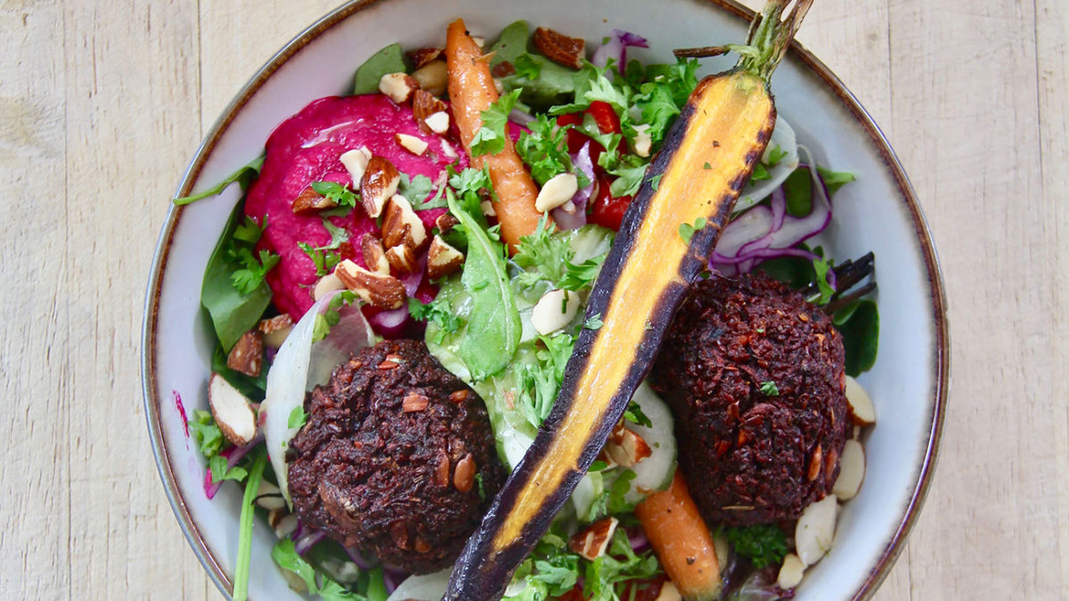 Delicious Beetballs with Seasonal Vegetables